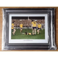 CHARLIE GEORGE, ARSENAL 1971 F A CUP GOAL- SIGNED & FRAMED PHOTO.